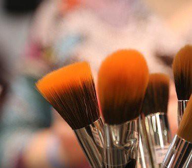 Réservez votre cours de maquillage chez Éva'sion